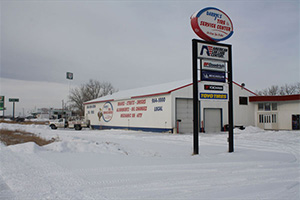 Darryl's Tire & Service Center Sign